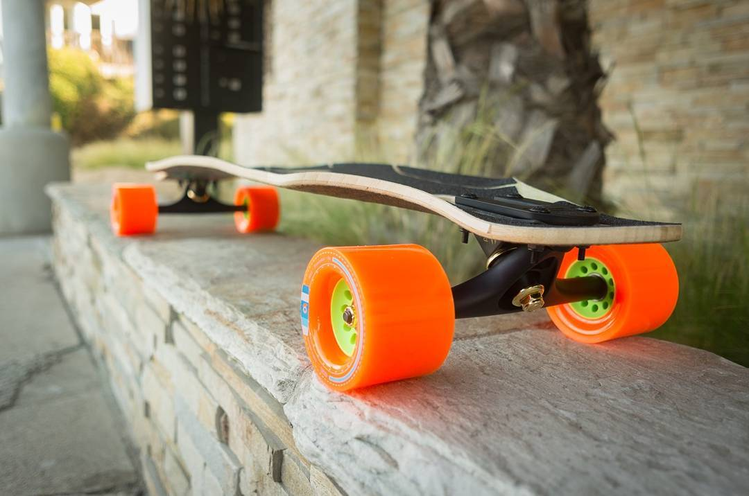 Those tasty curves that keep you coming back for more are plentiful on the Loaded Icarus.  Huge thanks to homie @robras for the photo! Go give him a follow!  #LoadedBoards #LoadedIcarus #TheIcarus #Icarus #Orangatang #Orange #Kegels
