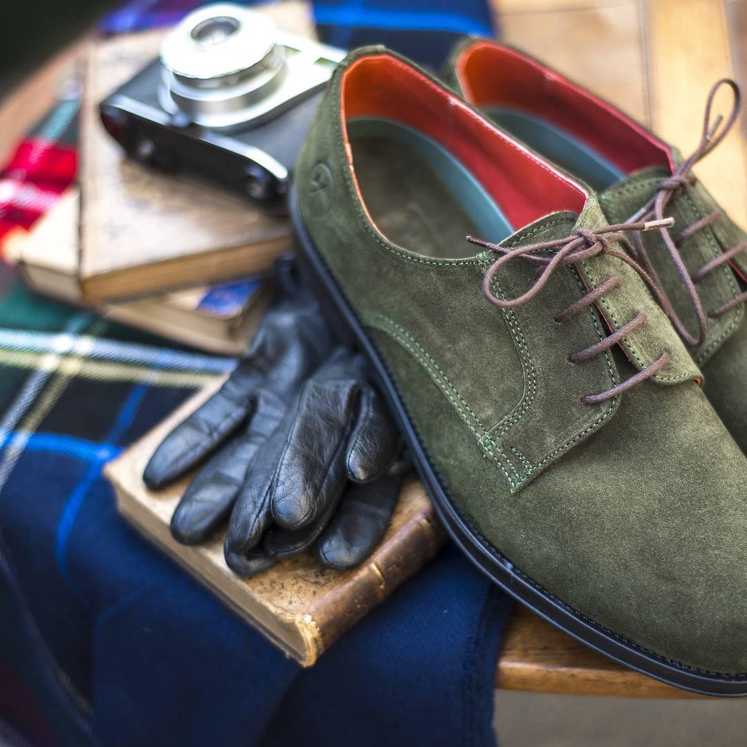 El frío llegó para quedarse, enfrentalo con tus GreenLords-Twins.  Zapatos de gamuza con plantilla  acolchanada, suela pegada y cocida y cordones encerados. La mejor opción para todos los días!  Cada talle viene con un color distinto, descubri el...