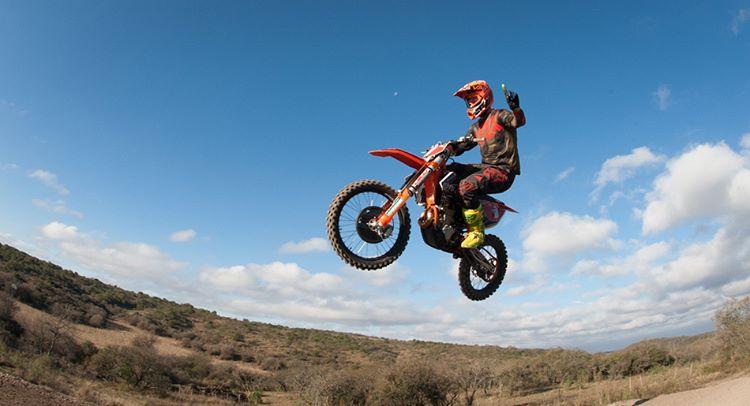@AgustinPoli198 nuevamente arriba de su moto! Luego de su lesión vuelve a las pistas. Vamos Agus! #FoxHeadArgentina #RidersFox