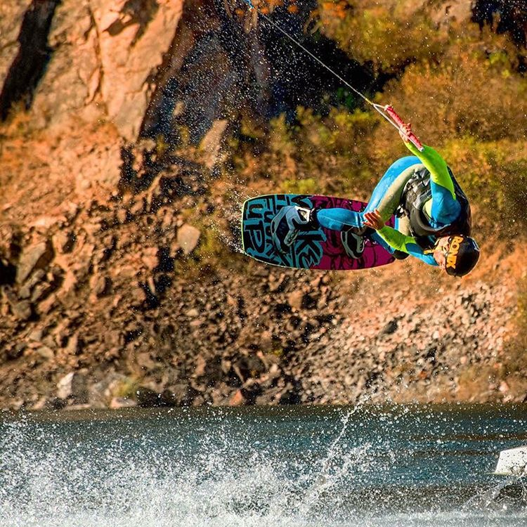 Sea invierno o no, Max no duda a la hora de meterse al agua! #riderwow #wakeboard #wake #waterlover #teamwow