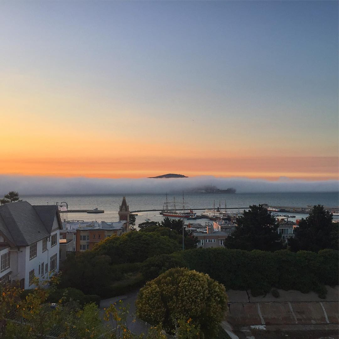 Karl putting on a show this evening #sunset #sunsetchaser #sanfrancisco #karlthefog #nowrongwaysf #7x7 #wildbayarea