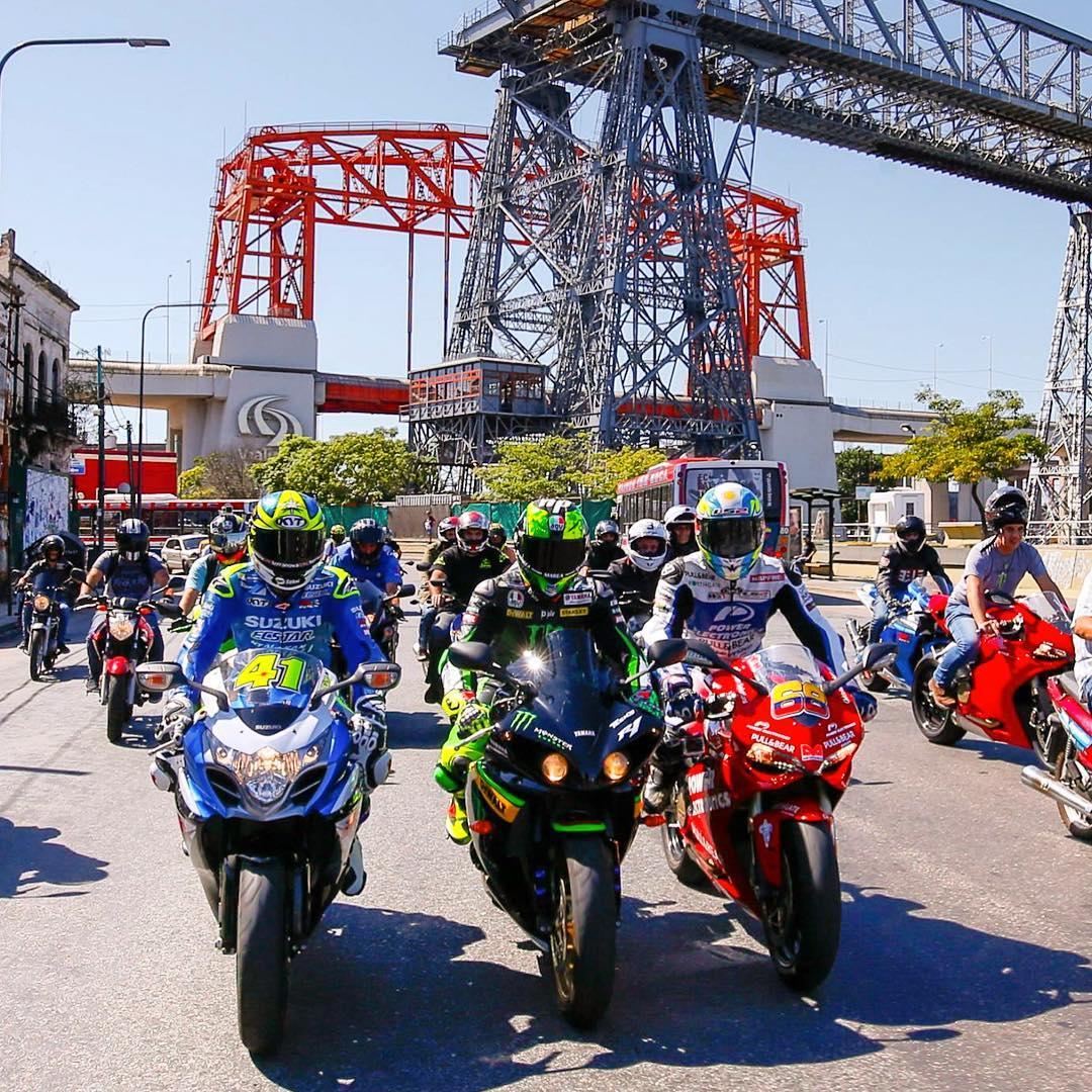 Desde La Biela, un icónico café en Recoleta, pasando por Puerto Madero hasta llegar a la Bombonera.  Así, #LS2Argentina acompañó a los pilotos del #MotoGP en su recorrida y los motores se escucharon más fuerte que nunca en las esquinas de Buenos Aires....