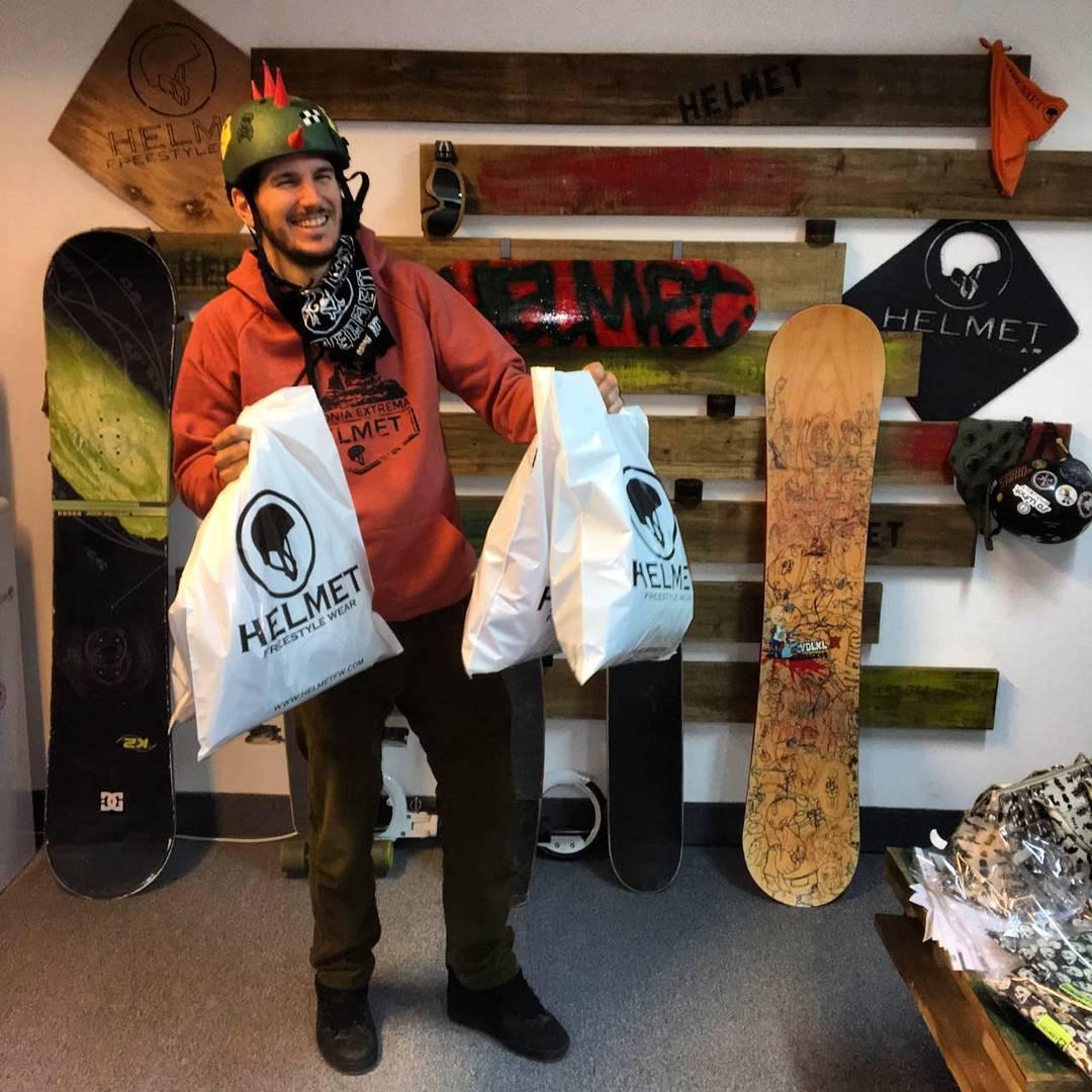Nos visitó @ffalguera y se llevó unas cositas antes de irse de travesía por los Alpes Suizos y la Cordillera Francesa. #Enjoy #Helmetfw #Helmet #Climb #Climbing #Winter #Trip #Ride #MomentoHELMET