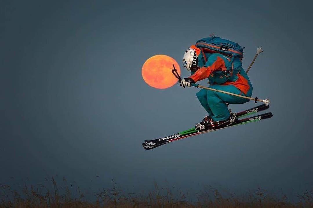 Fly me to the moon!  Panda 'Scout' Lorenzo Alesi spearheaded the Italian lunar program recently, launching his orbiter with Pandas in hand... #TribeUP Italian Lunar Program!  Photo: Andrea Tomassetti Repost: @nordicaski  @loalesi  #PandaPoles #Ski...