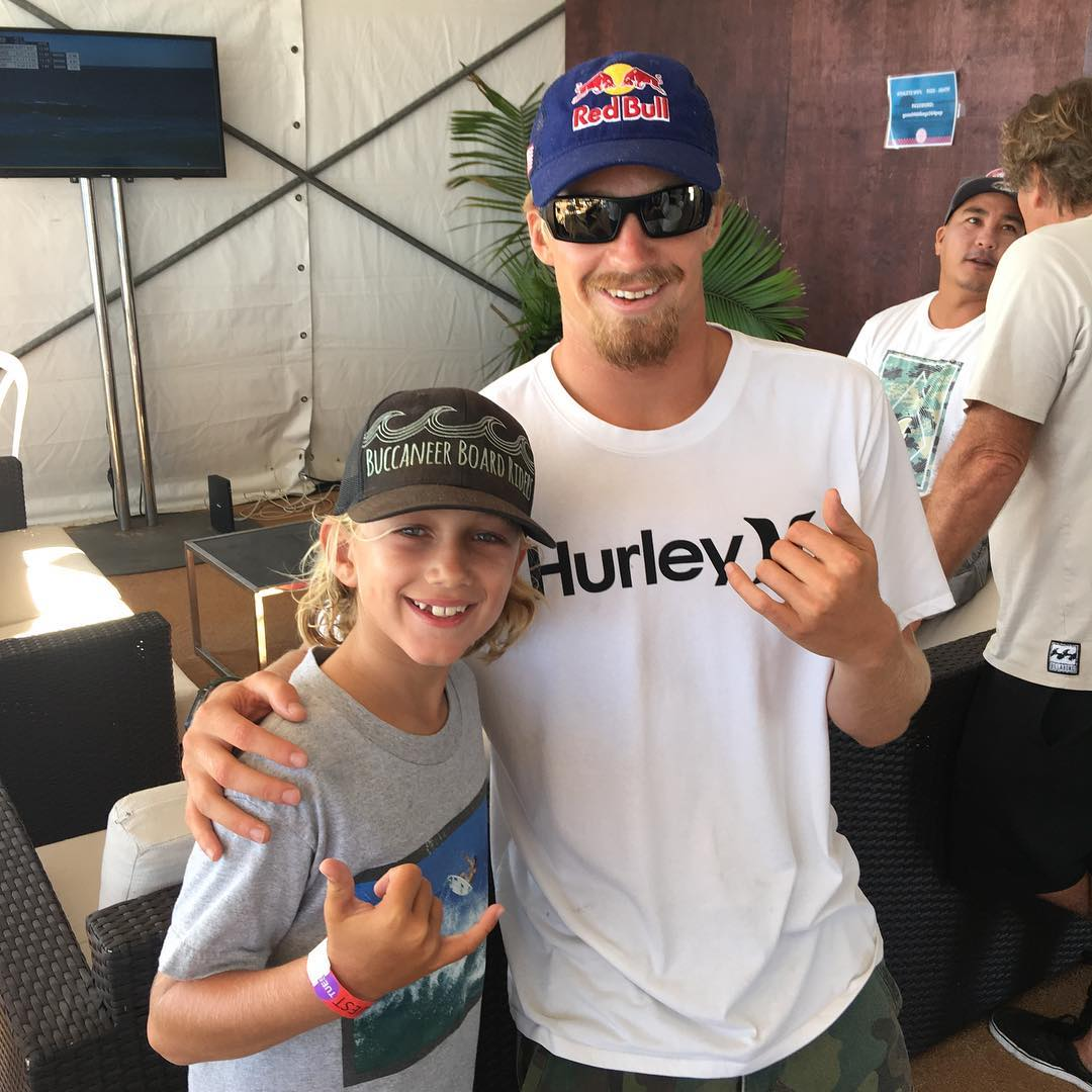 Benjamin was stoked to meet Kolohe Andino again in contestant area at the US Open. #benjaminstone #koloheandino #usopen #huntingtonbeach