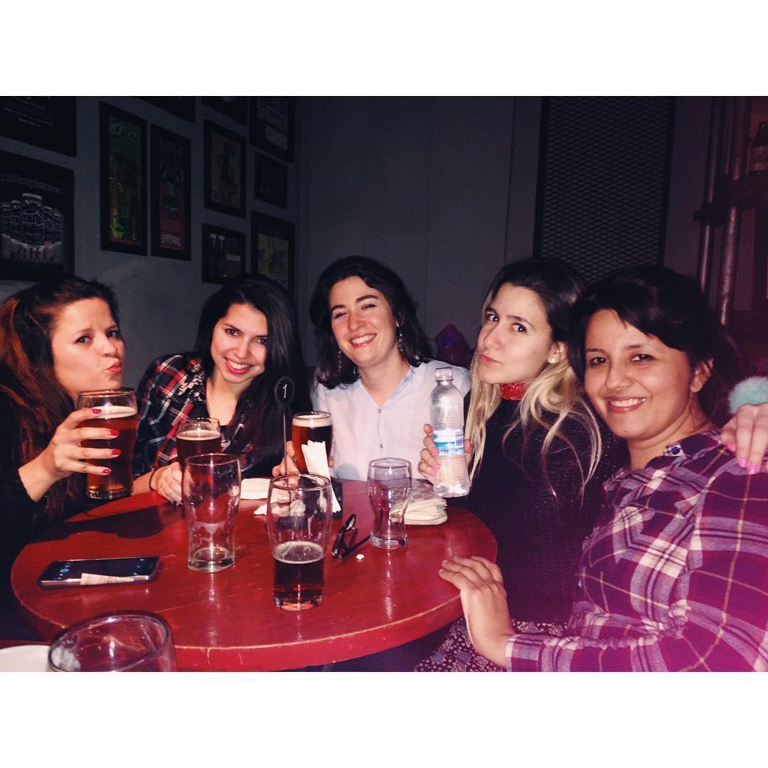 La sanita del grupo ojo antares! Hay locos sueltos jajajja #friends #after #work #apple #iphone #bar #beer #antares