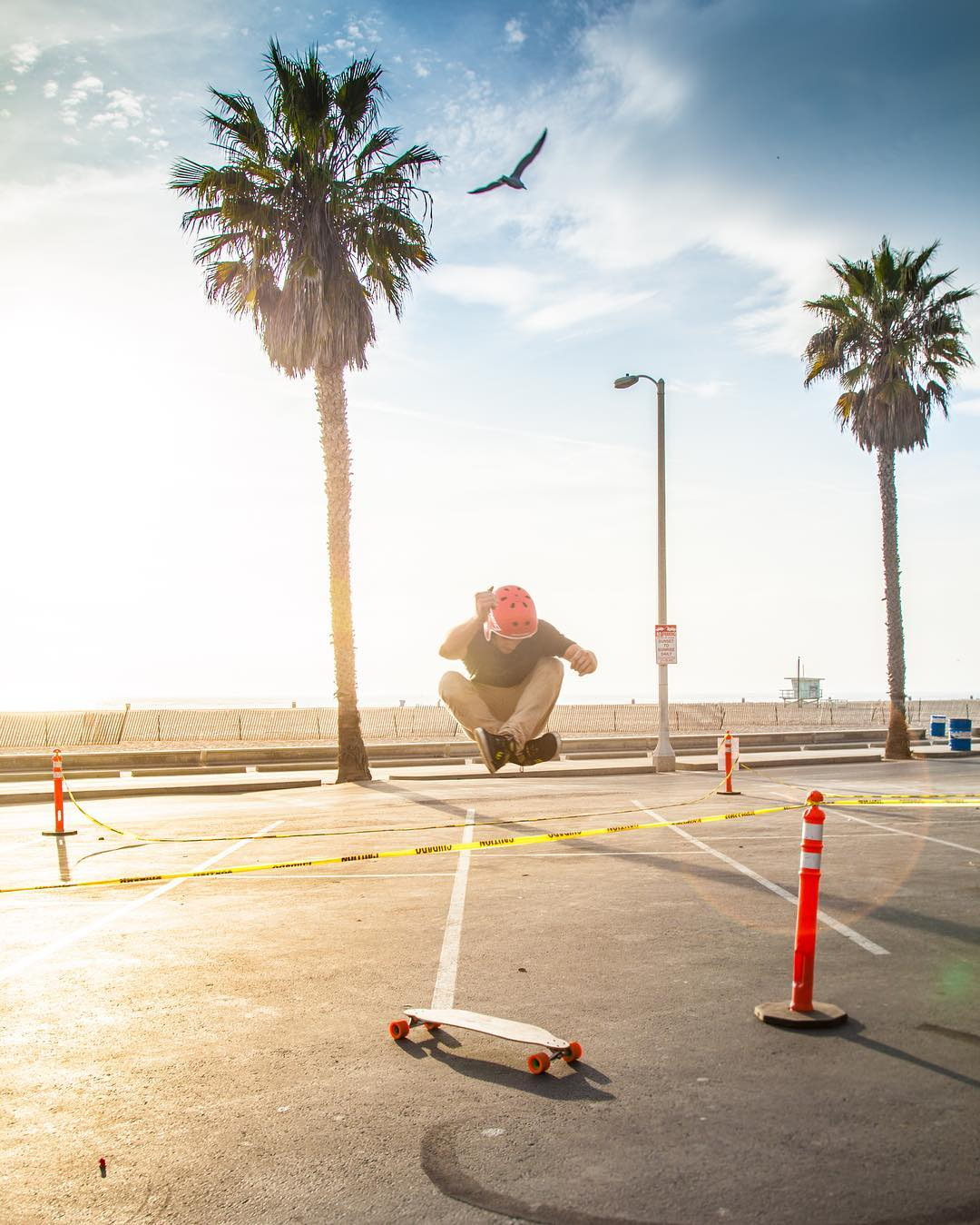 Here's #OrangatangAmbassador @axel_montgomery with a stylish hippie jump in a beautiful Santa Monica sunset.