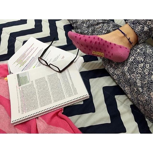 Y hay veces que toca estudiar, pero con nuestras #medias y #DomingosConOnda se hace más fácil!