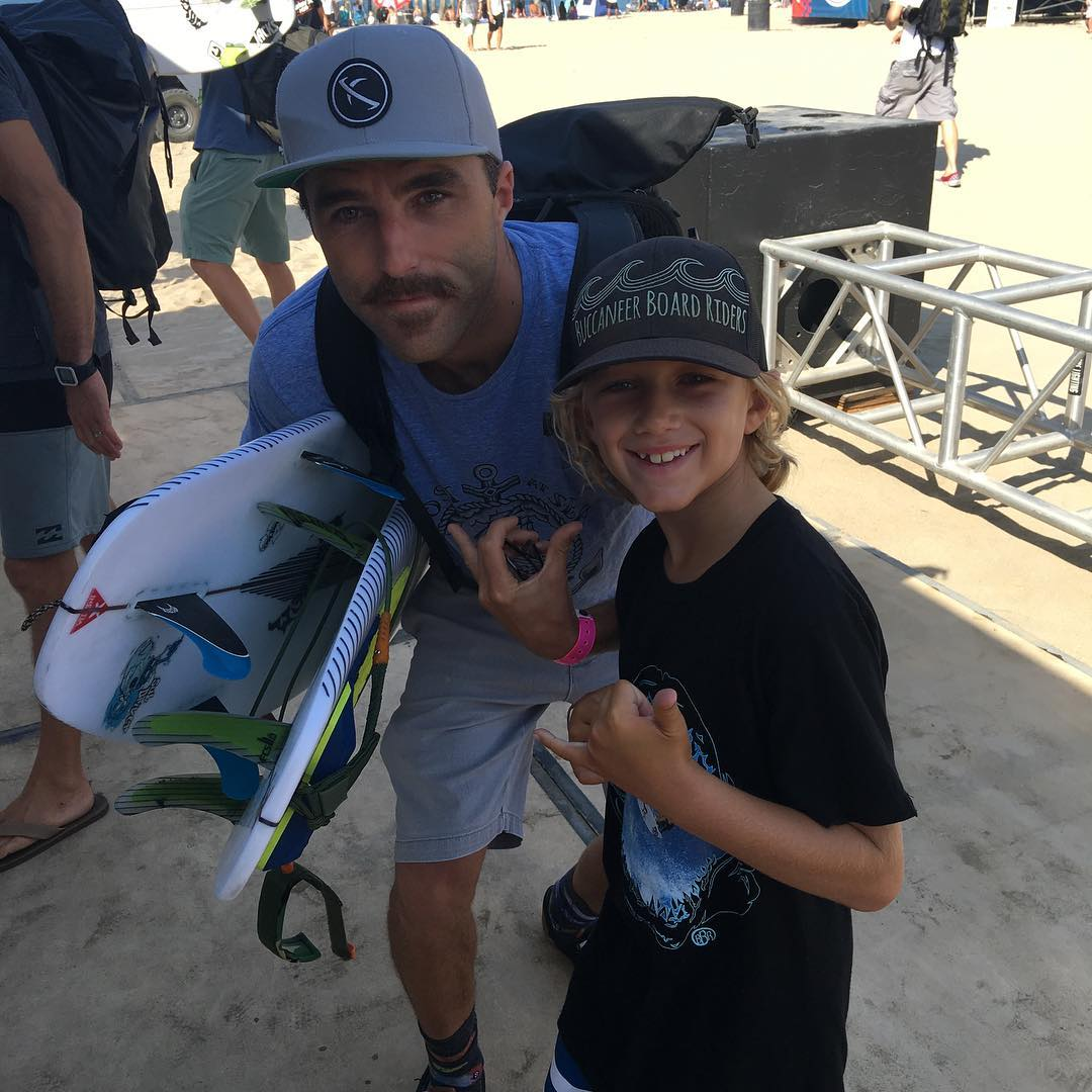Benjamin hangs with Nate Yeomans at the US Open. #usopen #huntingtonbeach #nateyeomans