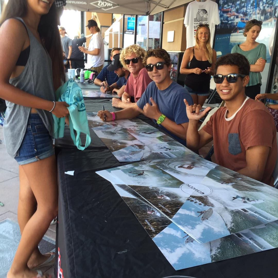 Come meet some of the @dragonalliance surf team signing posters for the next two hours at Jacks Board shop and Huntington Surf and Sport. @sethmoniz @taylorclark_ @evangeiselman @griffin_cola @michaeldunphy @alejomuniz #dragonsurf #h20floatable