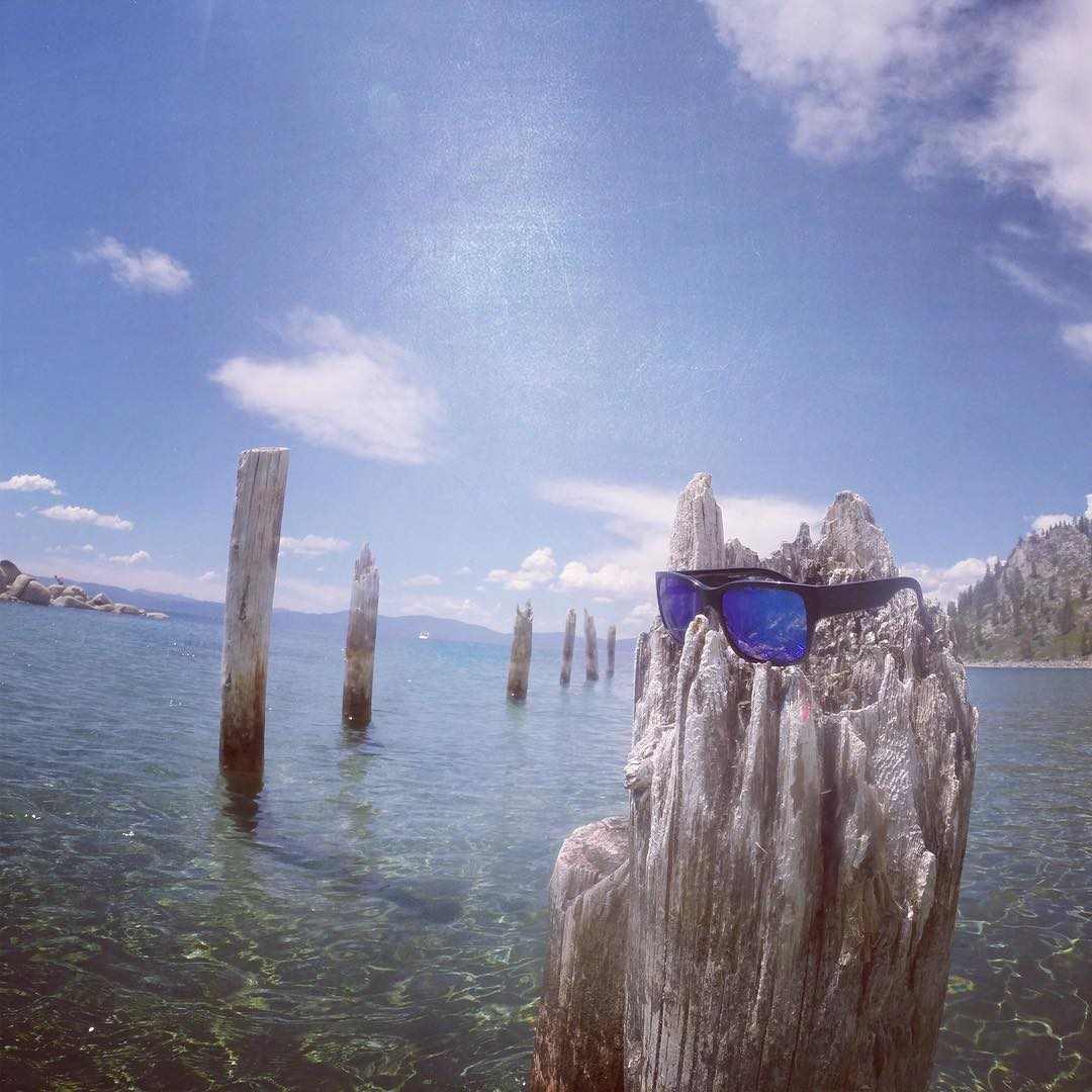 When you're postin' so hard you actually have to post-up on a post. #lakelife #hovenvision #alwayssunblocking #neverfunblocking #justbusylivin #southlaketahoe #outdoorretailer2016 #tahoeblue #mosteez #artsy