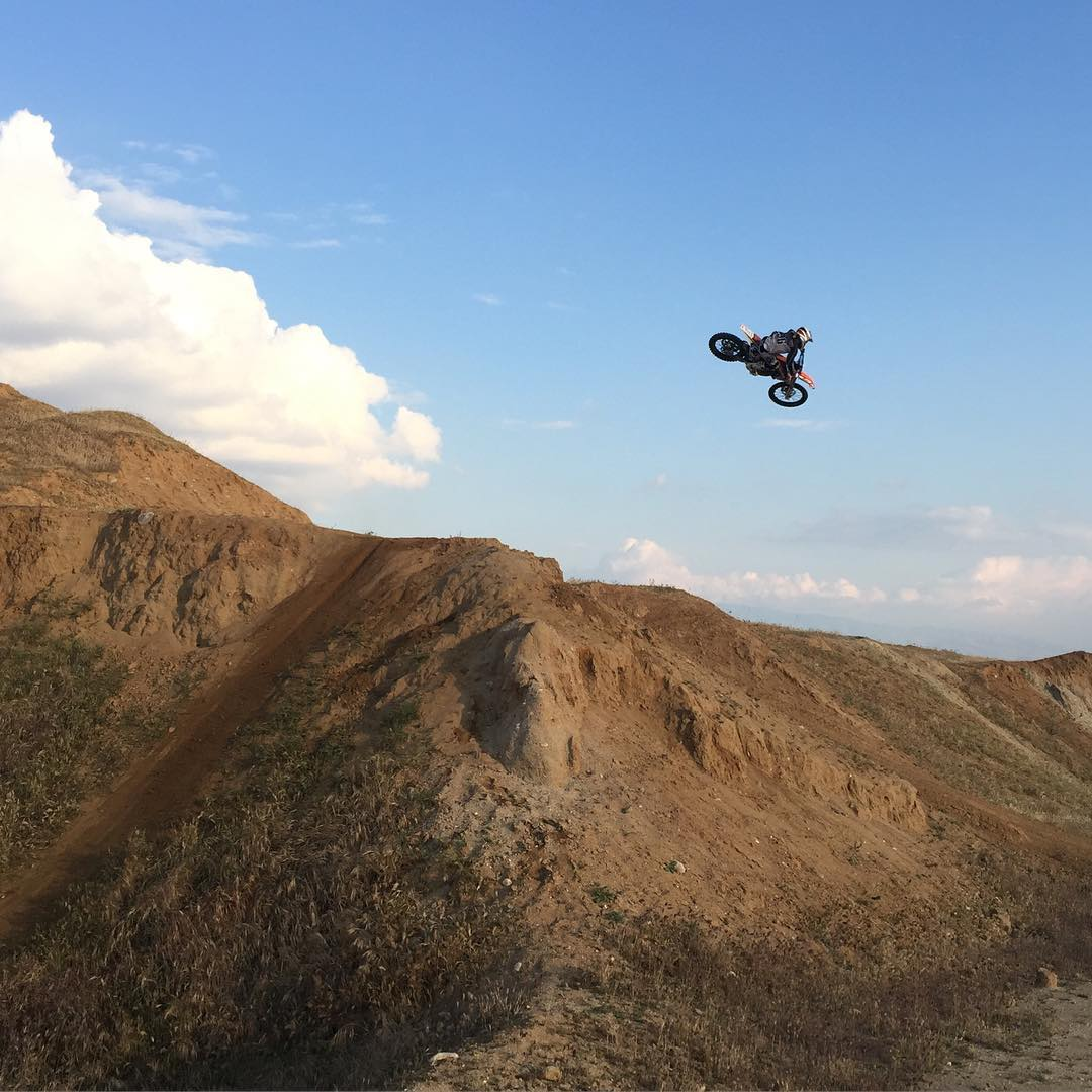 I just wanna go shred #bakohills again with @tomparsons930 and @skrany235 #theresgoldinthemtherehills #shred #moto #freeride #ktm #whip #SVGE #atifamily
