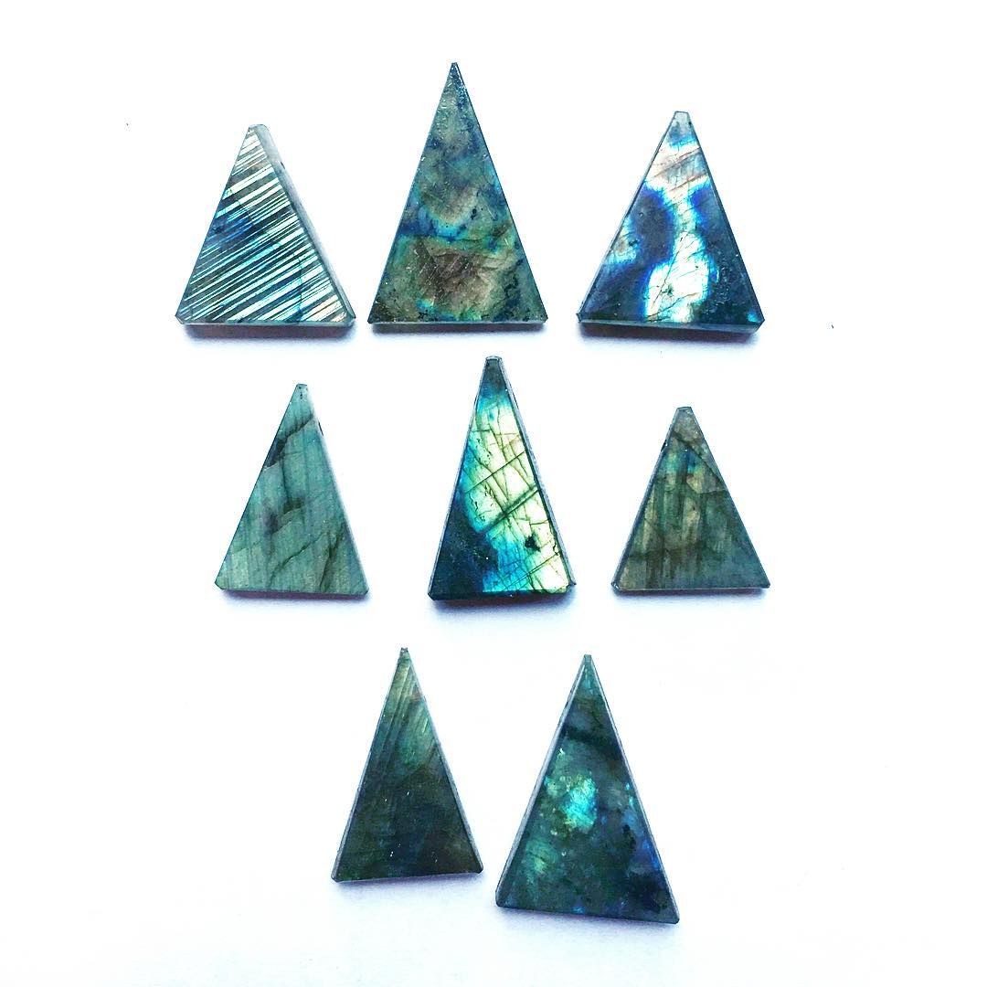Happy evening with a Labradorite tribe.  Let's make something cool now. #studiolife #labradorite #triangle #geometric #tribe #juliaszendrei
