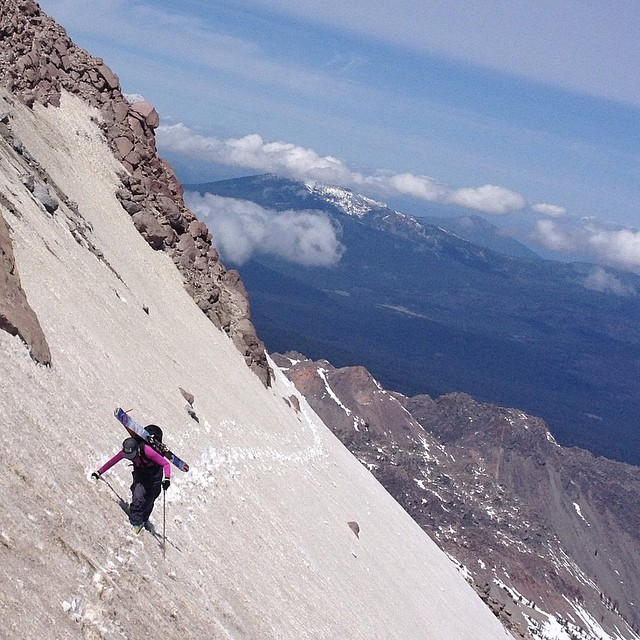 @jbadewitz not phased by the exposure. Just below Lassen Volcano summit. #whomakesyourskis #praxisbackcountry #hotpow #skiercrafted #nofilter