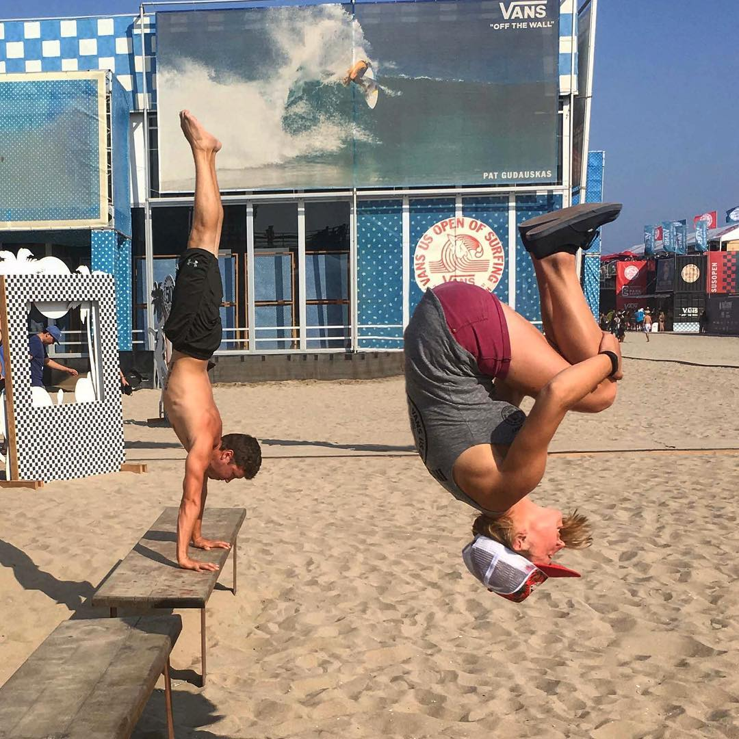 Just can't go to the beach without doing flips! Took a quick break from work to do some flips and met @spiderman_beyond who joined me with some awesome balance skills!  #vansusopenofsurf #usopenofsurfing #vansusopen2016 #vansusopen #vans #parkour...