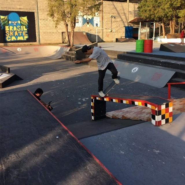 "@rodrigoleal ""Maizena"" - Bs noseblunt no Brasil Skate Camp. #qix #qixskate #skateboardminhavida"