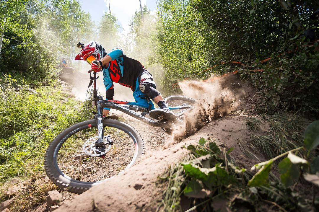 Hope everyone is having a RAD #SaturdayShred...? The @world_enduro in Aspen-Snowmass is going down right now and Adrien Dailly is blowing through some prime corners in our #RageKnee Protection! #SixSixOne #ProtectFun Photo @illprod