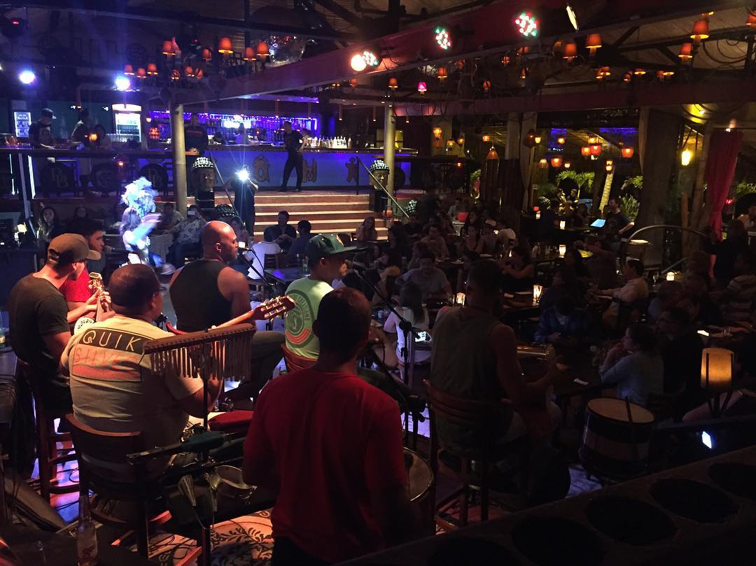 Show de samba y sushi en Buda Beach