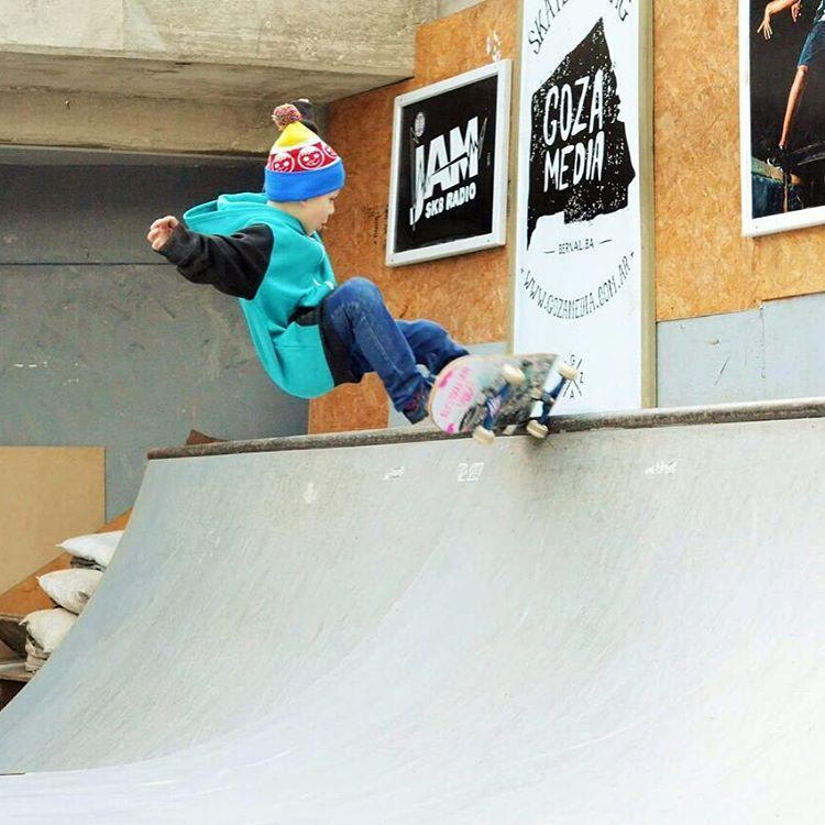 @maddoxpetrina con todo! #foreverfun  #neffheadwear #neffargentina #neff #skate #skateboarding #skateboard