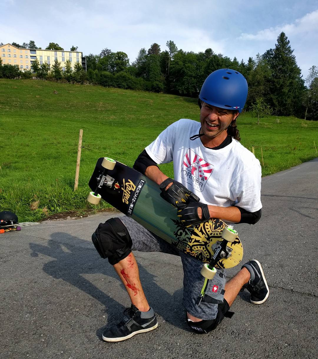 Jorge from @kaoslongboarding made love with his #viciousgrip today. #skateingolstadt #kaoslongboarding