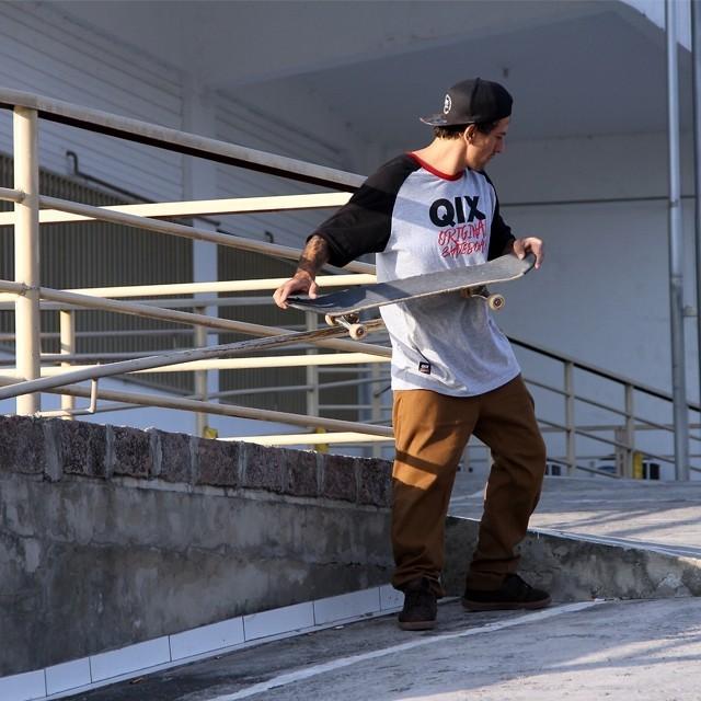 @rodrigoleal Maizena estudando o pico. Foto: Julio Detefon. #qix #qixskate #skateboardminhavida