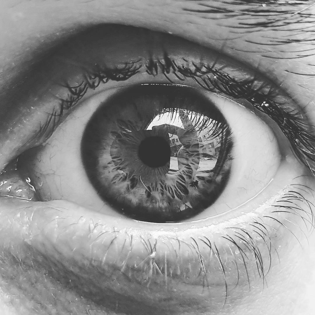 Si nos miramos a los ojos podremos descubrir quienes realmente somos.