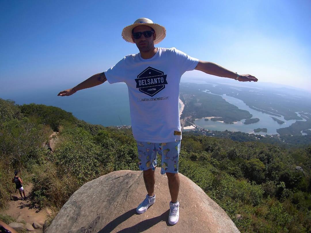 Buscando el lugar perfecto ... #delsanto en la cima  Gracias @poloflat  por todo  @poloflat  @poloflat  @poloflat  @delsanto_  @delsantoteam @delsantofamily  #bmx #flat #brazil #argentina  #trip #world #delsanto