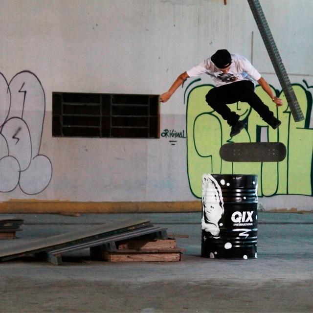 @thiagopingo - Bs Flip Secret Spot. Foto: Julio Detefon. #qix #qixskate #skateboardminhavida