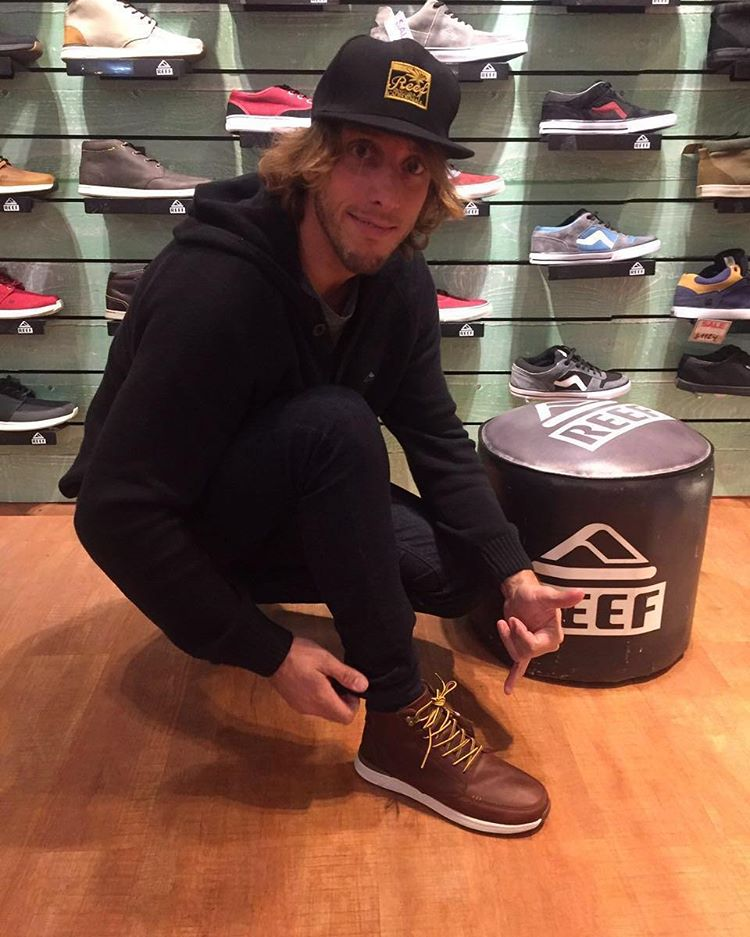 @edu_elli de visita por REEF! Encara este frió con las Reef Rover Hi Boot ☁️❄️ #reef #rover #justpassingthrough #shoes