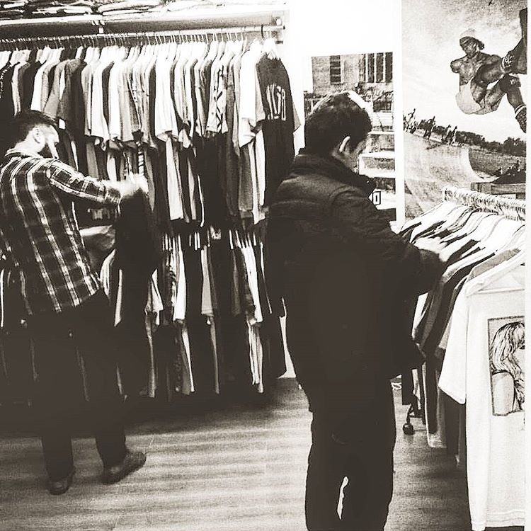 Sabias?? Que en el piso de arriba del local de #galeriaplazaitalia tenemos muchisima ropa? #vans #RVCA #ELEMENT #ropaRevolver #nikesb #volcom #thrasherargentina #satorimovement #neffargentina #zooyorkarg