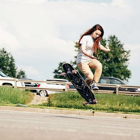 Focused with her flow, @katevoynova enjoys a chill summer session in Moscow.