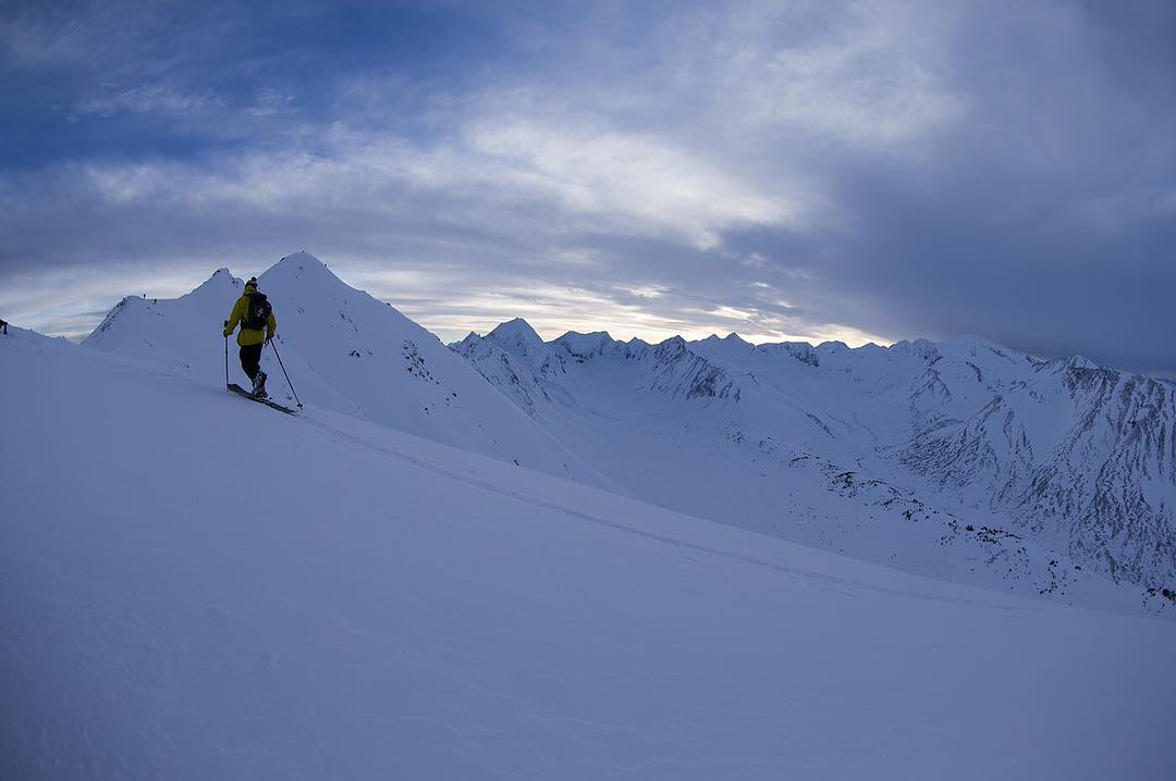 Easy-ups: Carbon goodness underfoot with Piers Solomon at Turnagain Pass. Photo: @oskar_enander