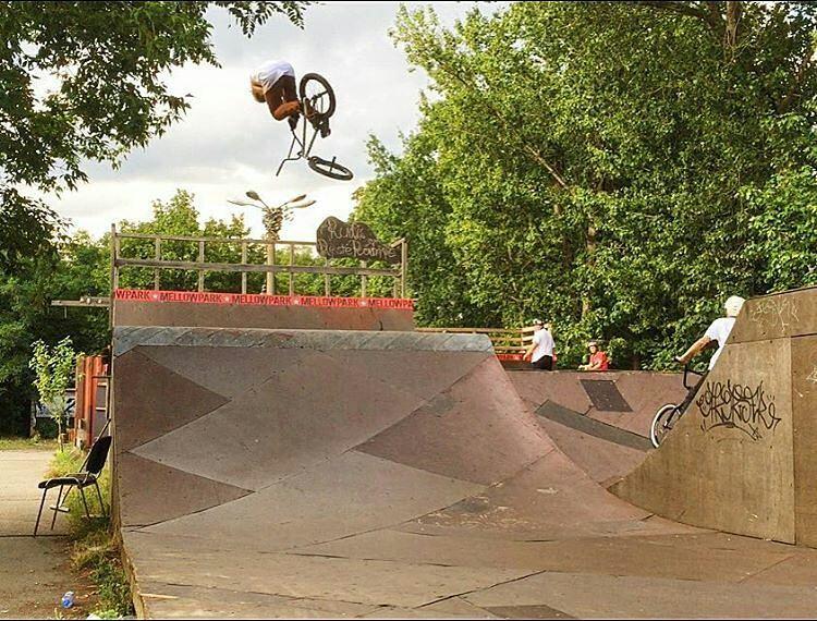 @ezescabio -  360 t-bog over the box.  Chill session today at Mellowpark  Gracias @matiecheubilla