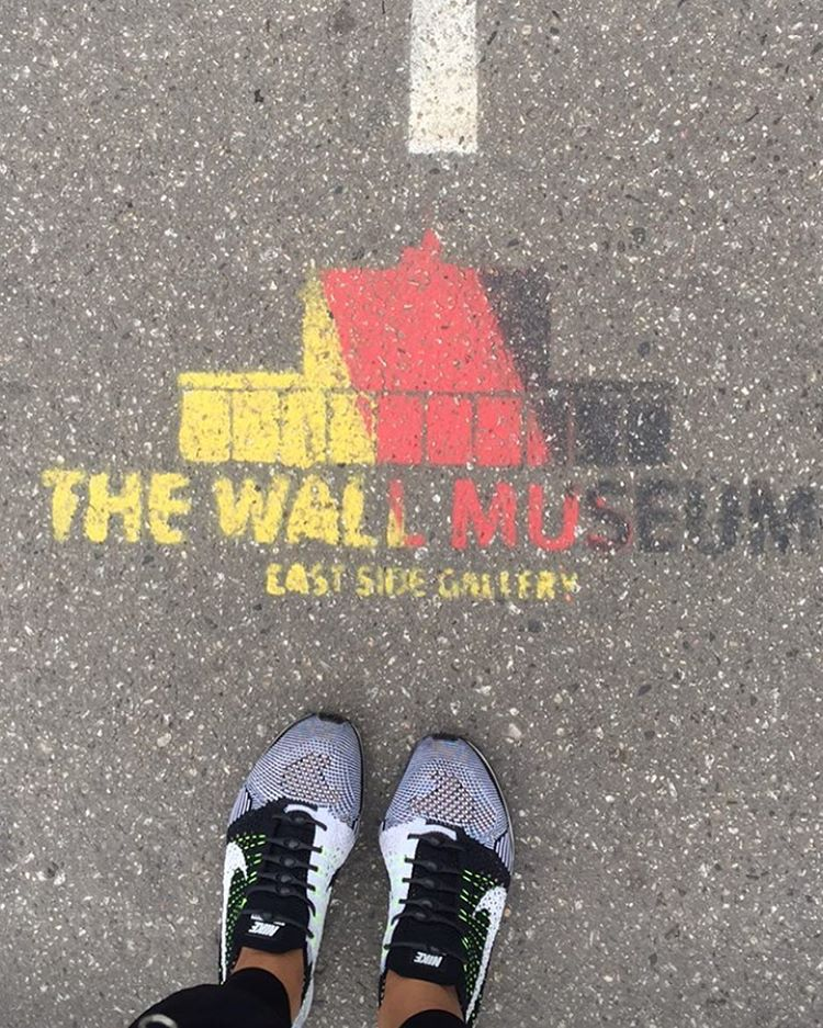 Taking in the sights with @sunniebrook #lifewithoutlaces #berlinwall