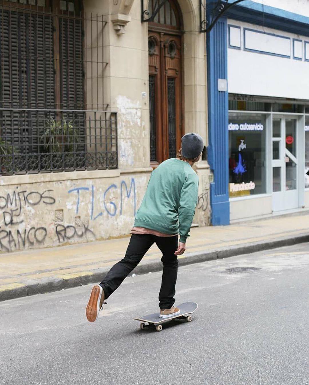 Unas pateadas por las calles de San Telmo #SpiralShoes #TeamSpiral #Skateboarding #Skateordie #Skatestyle #Skatelife #Goskate