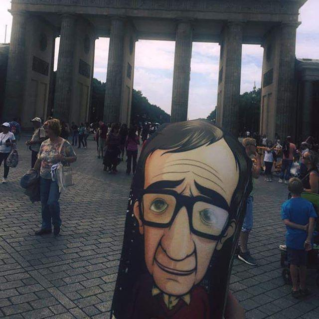 Cansado del East Side de NY, Woody decidió visitar unos días Berlín en busca de un poco de inspiración #woodyallen #personajes #pilgrim #cine #woodyallenmovie #inspiracion