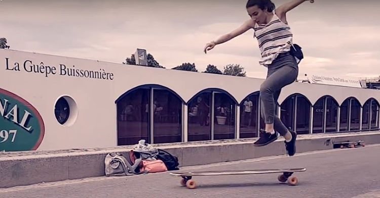Go to longboardgirlscrew.com to check out @lgcfrance & @docksession rider @roxanelds's first video! This girl is a fast learner. Keep it up Roxane, you're killing it!  #longboardgirlscrew #womensupportingwomen #skatelikeagirl #lgcfrance #roxanelucas...