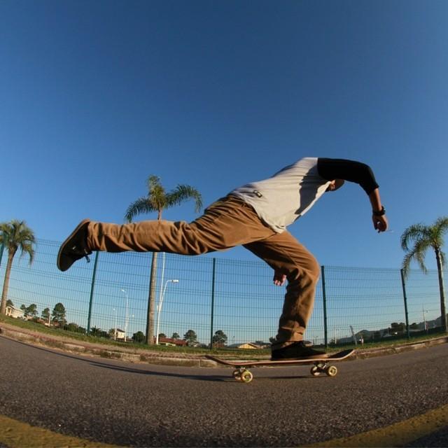 Fim de semana chegou! Sessão de skate garantida. Foto: Julio Detefon. #qix #qixskate #skate #skateboardminhavida