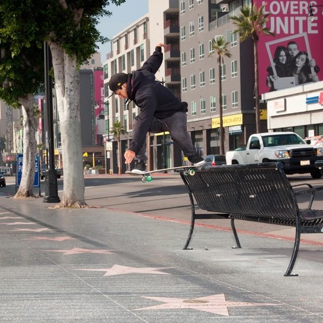 @kelvinhoefler Nollie bs tailslide pelas ruas de Hollywood. Foto: Ana Paula Negrão.