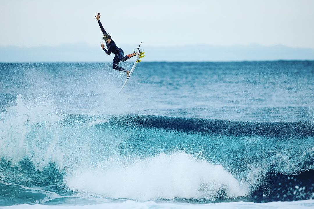 @ryancallinan midway through a solid alley oop in the Furnace Pro. #billabongwetsuits #surfallday