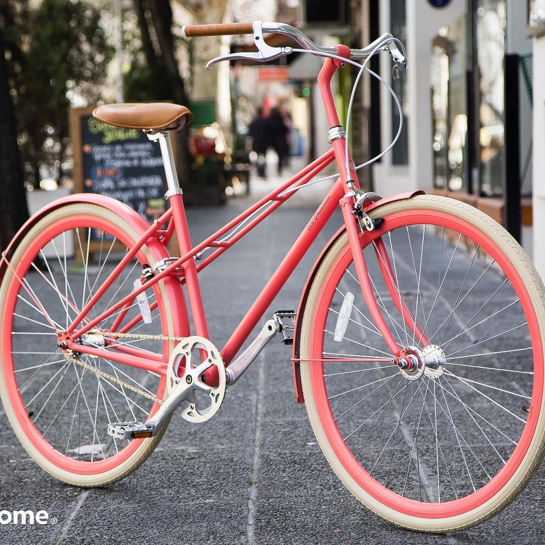 Hi Im Coral Zoe!!!! #ilovemymonochrome #monochromebikes #zoemonochrome