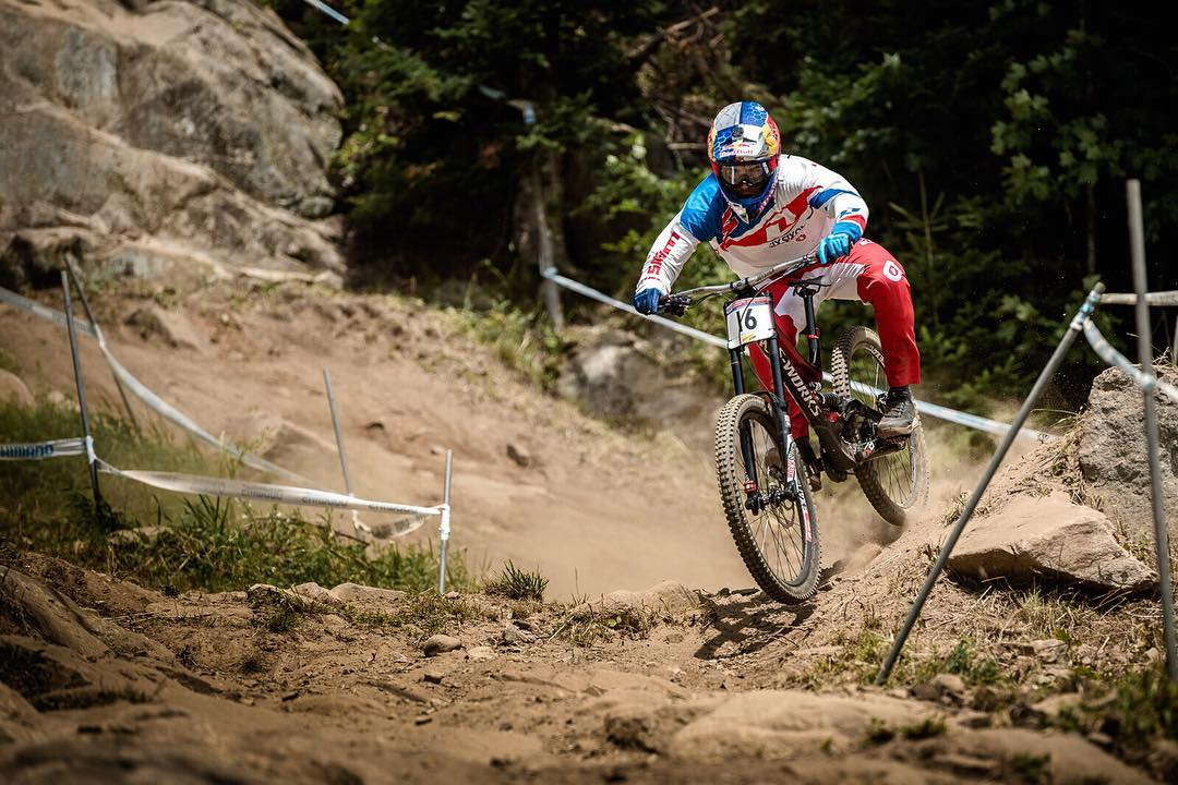 Comeback kid!!! Stoked to see @loicbruni29 back on the podium yesterday after another epic race in Mont Sainte Anne. Congrats to @finniles for his second spot finish but bad luck to @lorisvergier for his top of track mechanical! #SixSixOne...