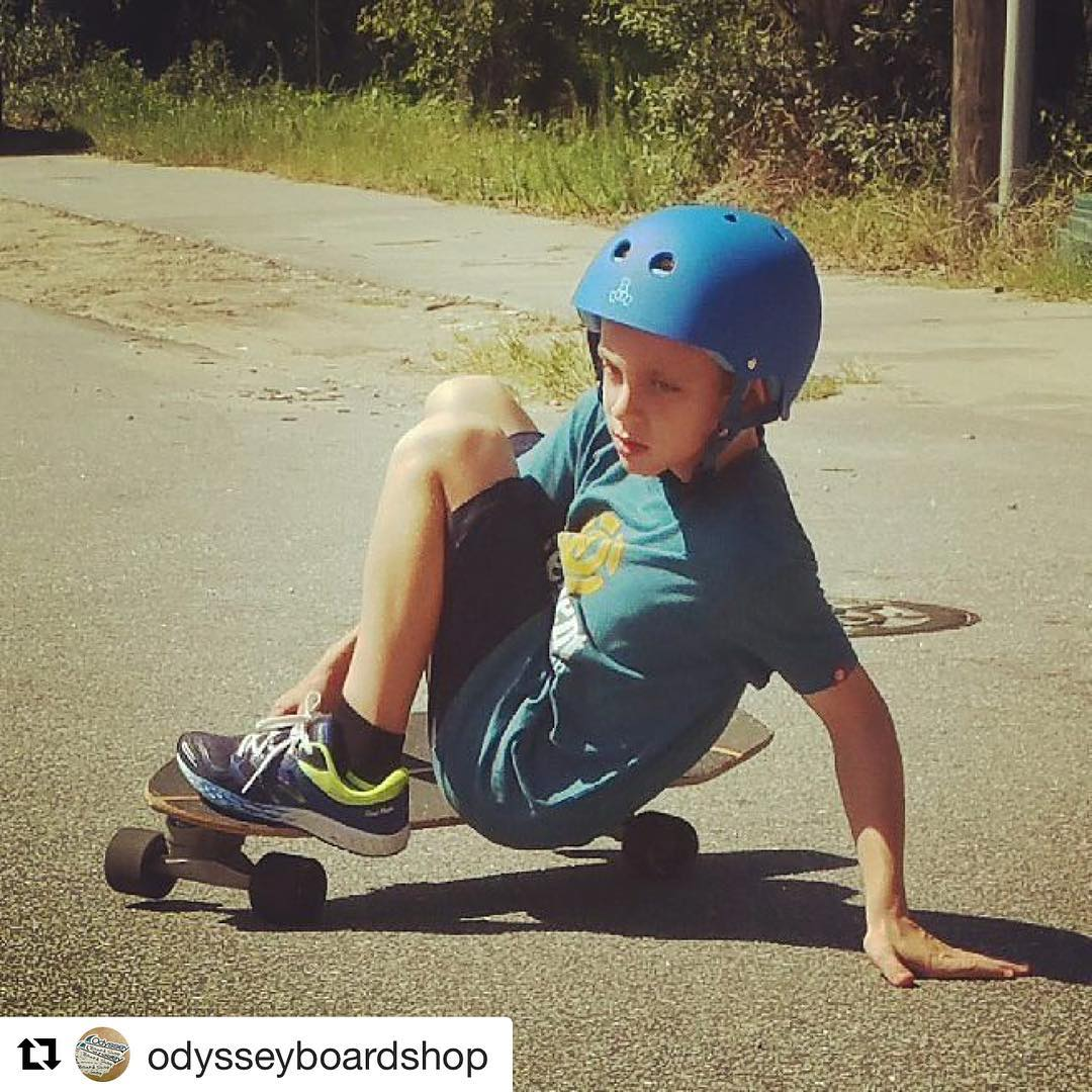 #Repost @odysseyboardshop with @repostapp ・・・ Such dedication and #style in that #slide !  So nice to see your kids progress and find that personal style on a #skateboard!!! #gromsrule @carverskate @carver_skateboards #prouddad #skateeveryday...