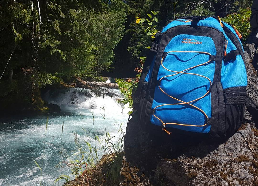 Getting out and about at Sahalie Falls, OR. Thanks for the great photo @colbyogilvie! #getoutside #adventure #waterfalls #or #xplorewild #backpacks #graniterocx #outdoorsrocx