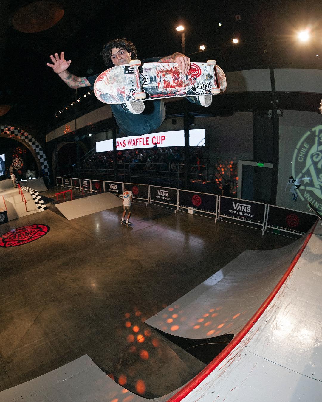 @dariomattarollo quedó tercero en la final del #VansWaffleCup de ayer. El Chino @sandromoral se coronó campeón y @jhankgonzalez1 terminó en el segundo lugar. Felicitaciones a todos, altísimo nivel de skateboarding.