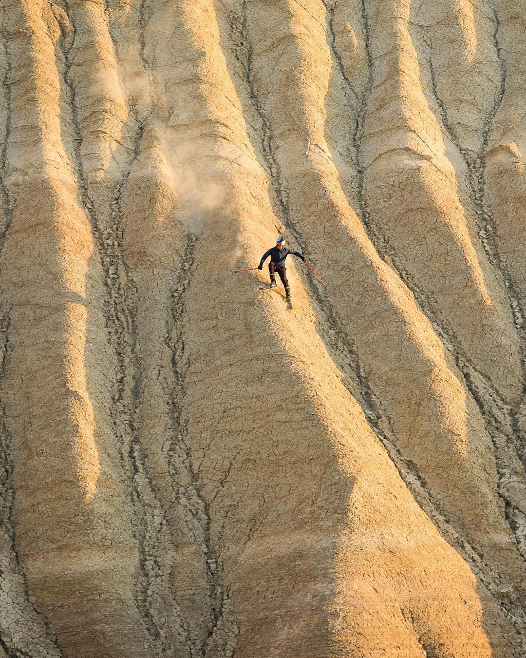Shred the desert. ⛷: @fabian_lentsch