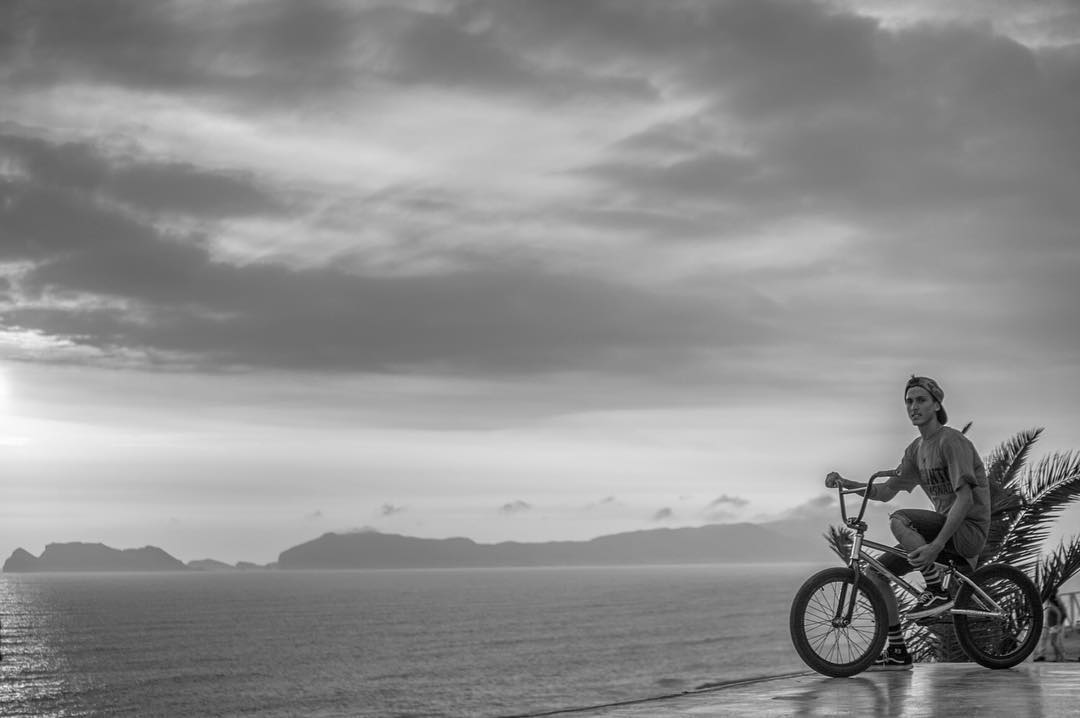 Rider : @nicodelacosta  Fotografo : @oscarpereiracadenas  Lugar #peru  Ropa @delsanto_  @delsanto_  @delsantofamily @delsantoteam  #bmx #world #peru #lima #delsantonotenemosnada