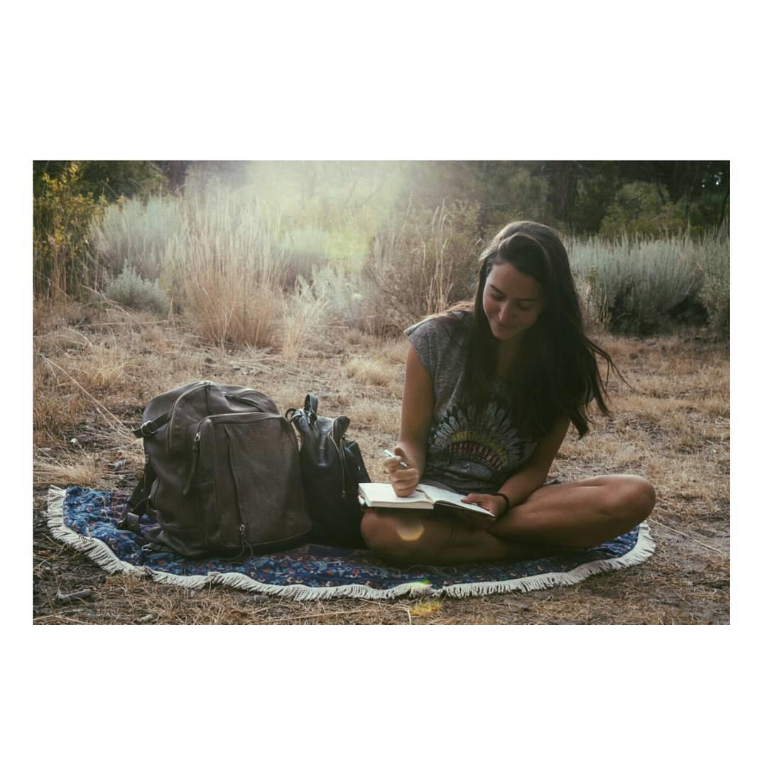 Por muchas mañanas así / Las mochilas Granada gris y Nuez negra acompañando las aventuras de @wanomads . . . #vanlife #traveloften #magicmornings #itisbetteroutside #goexplore #vidasilvestre