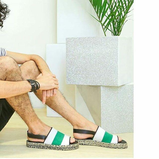 Salí el sol y vos tipo.... #noscalzamoslaschacletas #lavidapuedesermasliviana #perkyshoesar #sandalias #shoes #plataforma #plataform  #guys #styleguy #look #he #hipster #gay #instagay #love #sun #summer
