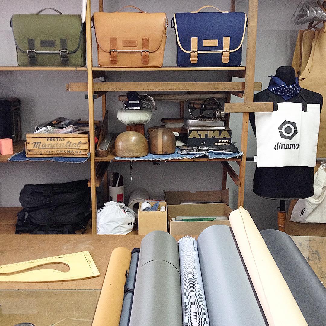 Diseñamos, desrrollamos y producimos todos nuestros productos. Así somos dinamo. #producción #local #buenosaires #ciclistas #urbanos